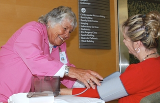 Volunteers give free blood pressure screenings at Rogue Valley Medical Center